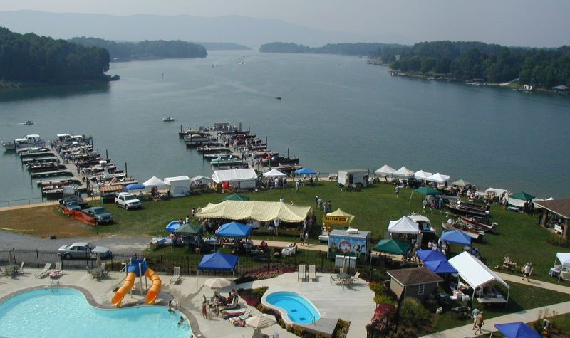 Smith Mountain Lake Houseboats